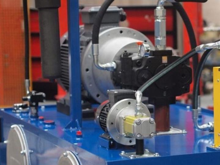 Por que sua máquina hidráulica provavelmente precisa de um refrigerador de óleo - e um grande!